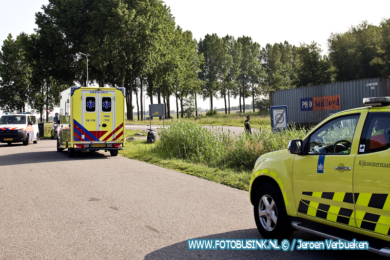 Aanrijding tussen vrachtwagen en auto op de A15 Papendrecht.