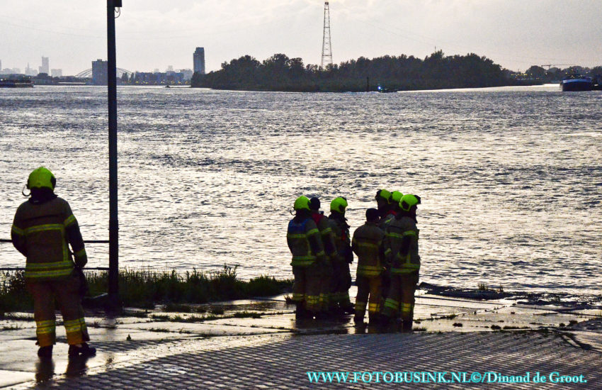 Hulpdiensten opgeroepen voor persoon te water in Kinderdijk.