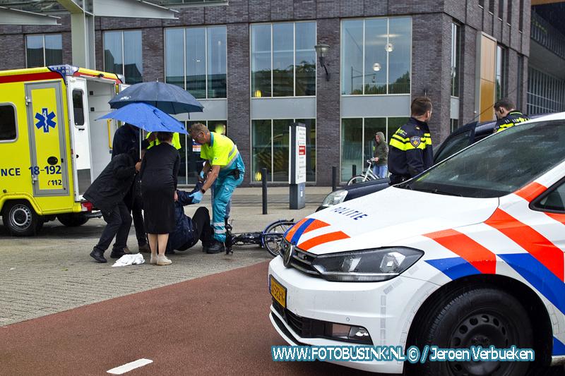 Fietser voor het ziekenhuis in Dordrecht aangereden.