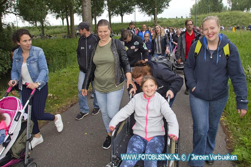 Top sfeer op de eerste wandeldag van de avondvierdaagse in Dordrecht.