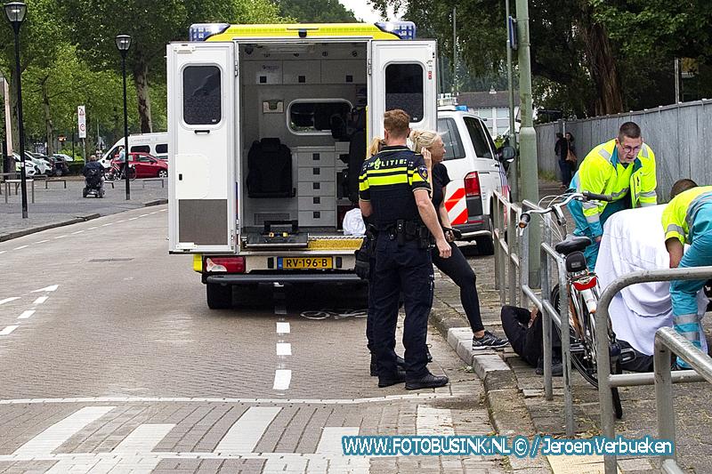 Fietser gewond na ongeval met vrachtwagen aan de M.H.Trompweg in Dordrecht.