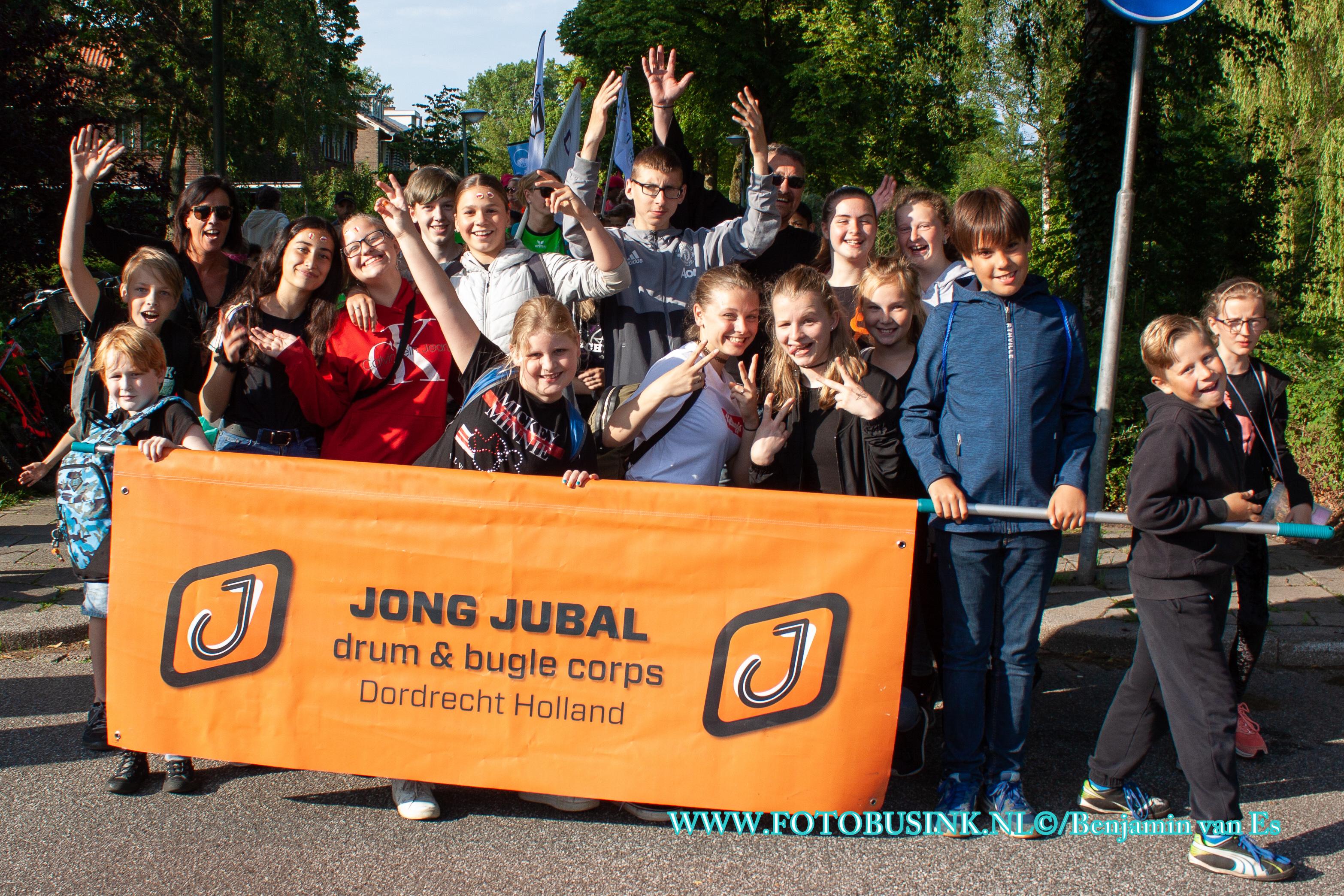 Tweede loopdag van avondvierdaagse in Dordrecht.