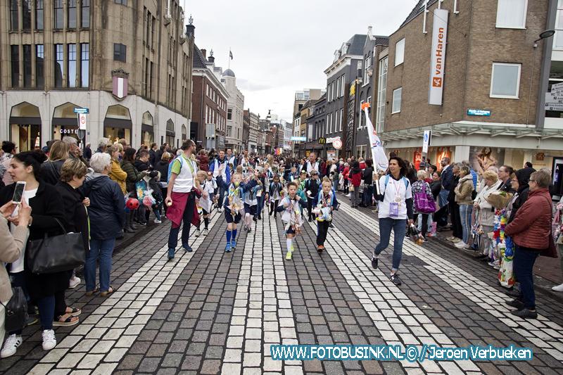 Laatste loopdag van de avondvierdaagse in Dordrecht.