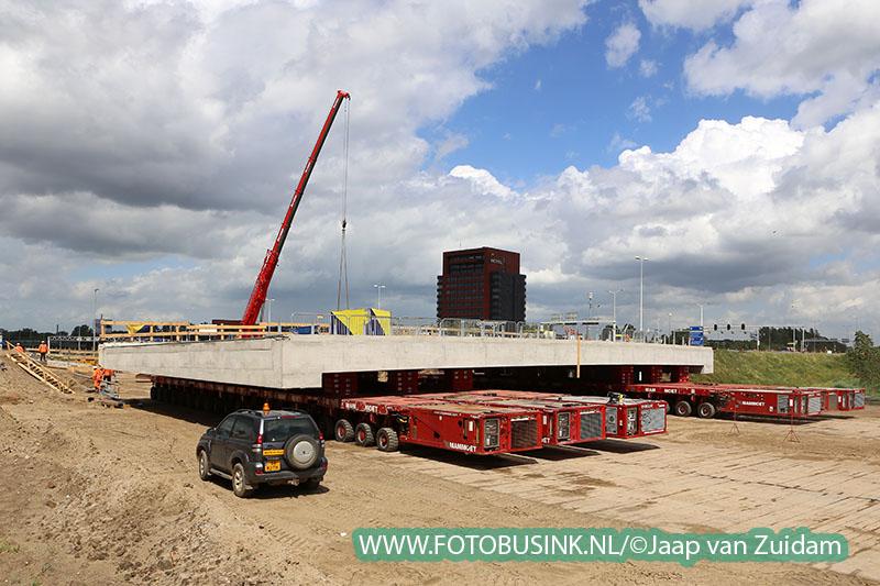 Inrijden nieuw wegdek viaduct A16