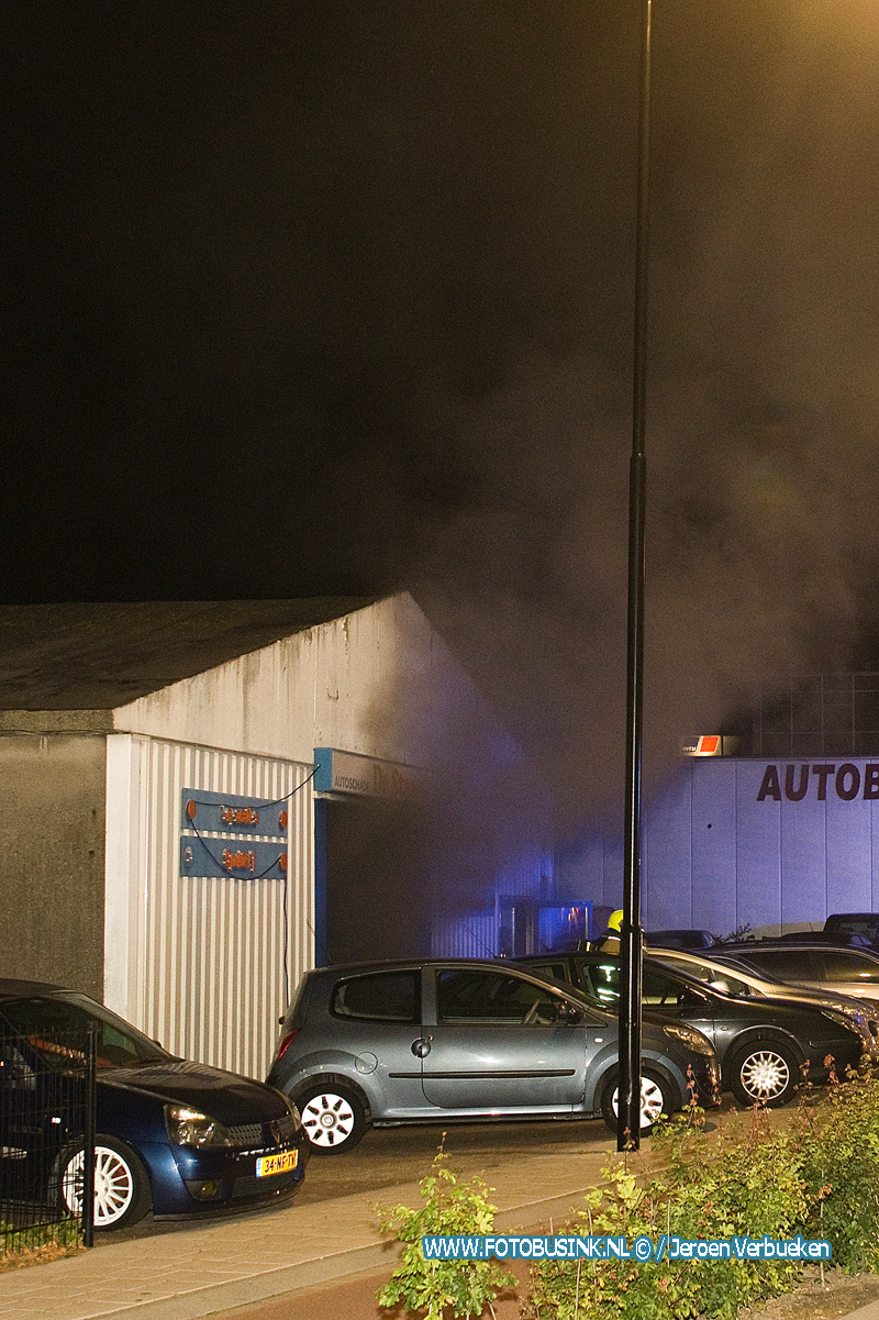 Middelbrand aan de Merwedestraat in Dordrecht.