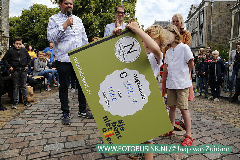 Nobel's Reuze Ontbijttafel