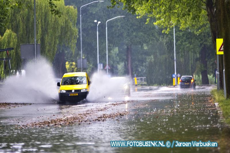 Flinke waterplassen op de Blaauwweg in Dordrecht