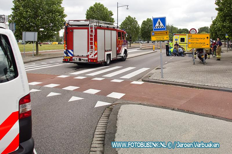 Vrouw aangereden voor ziekenhuis Dordrecht naar ziekenhuis.