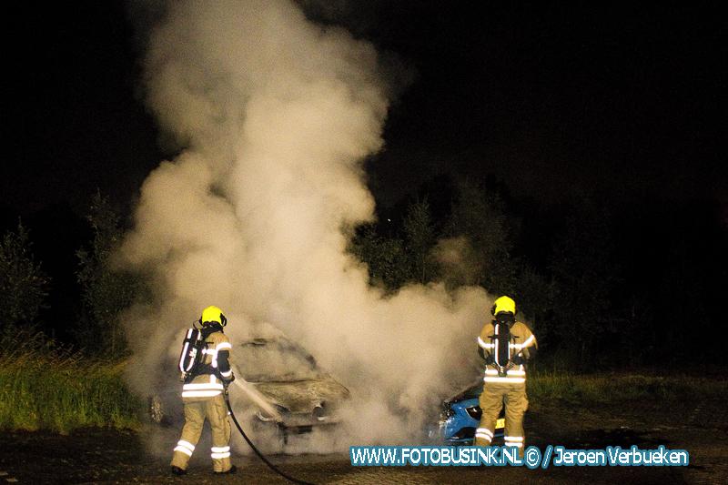 Twee auto's verwoest door brand aan de Rijksstraatweg in Dordrecht.