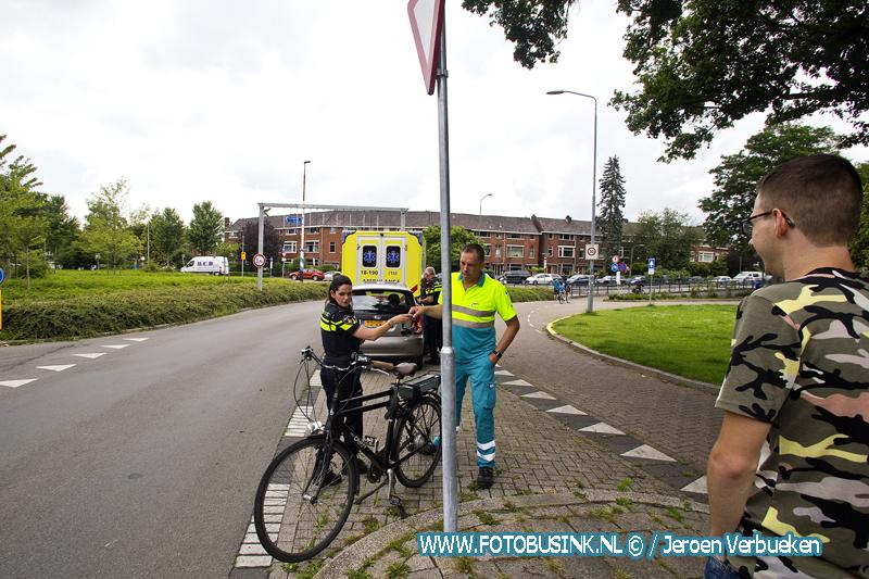Aanrijding tussen fietser en auto op de Krispijnseweg in Dordrecht.
