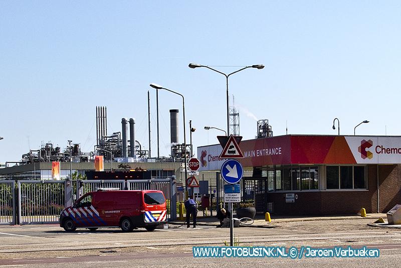 Vervuilde grond uit Sliedrecht samen met moedermelk voor de poorten van Dupont/Chemours gestort