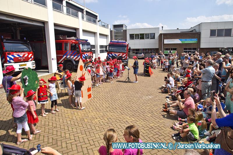 Brandweerliedjesfestijn bij de brandweer van Sliedrecht.