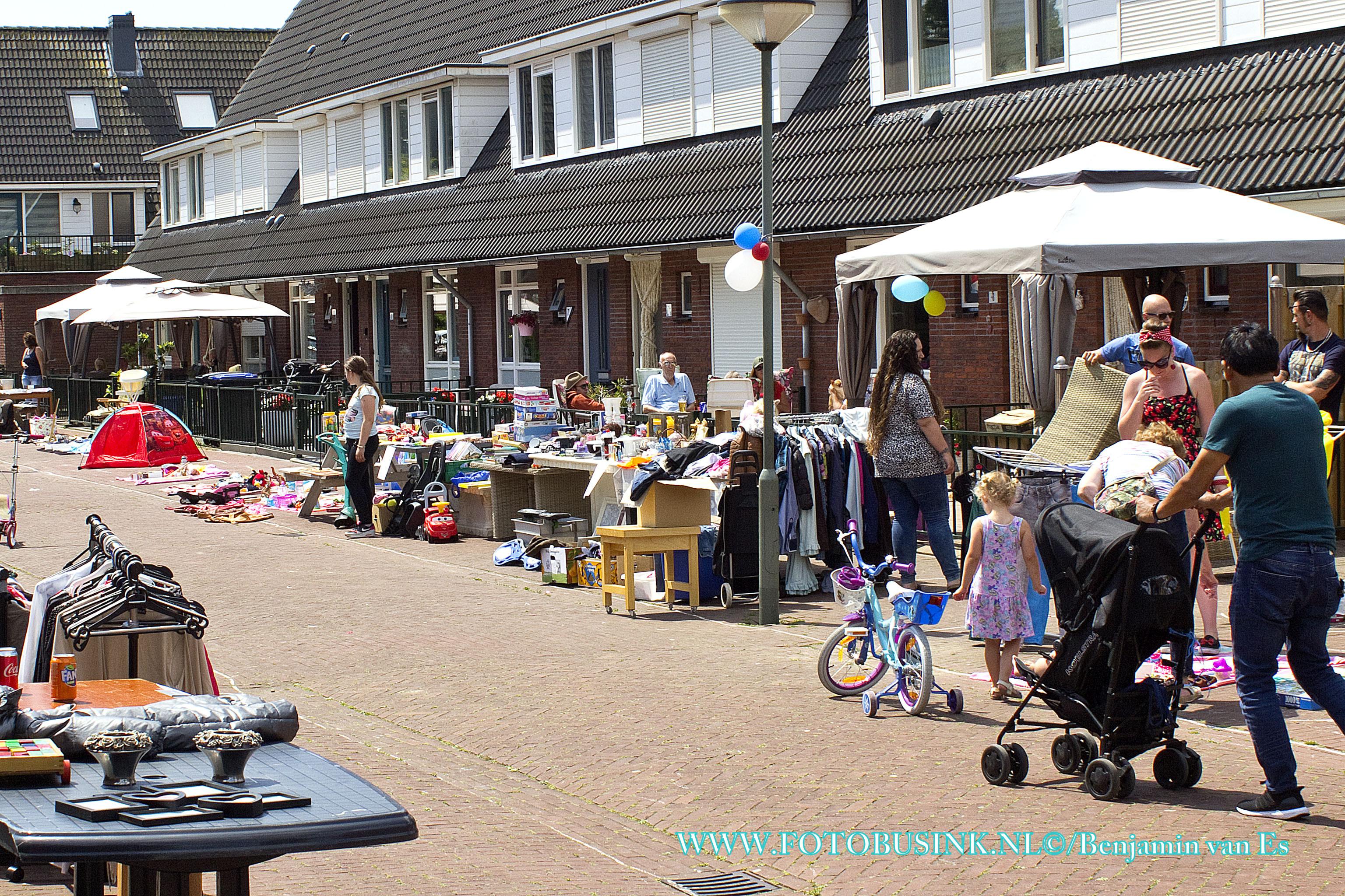 Rommelmarkt in de Zeehavenlaan in Dordrecht.