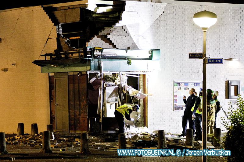 Flinke ravage na plofkraak bij winkelcentrum Walburg in Zwijndrecht.
