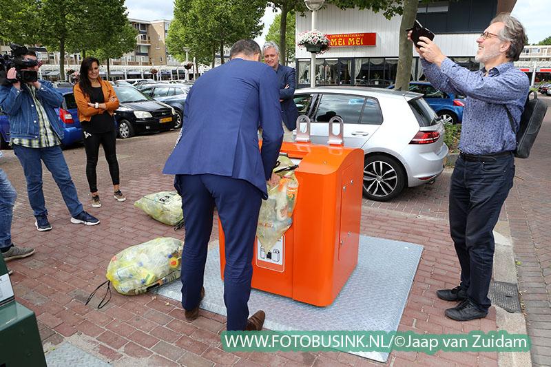 Automatische perscontainer voor plastic, blik en drinkpakken