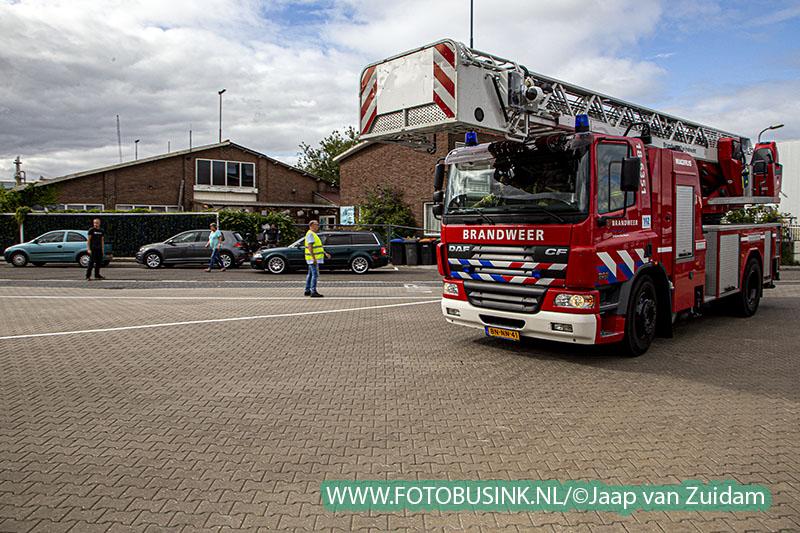 Hulpdiensten rukken massaal uit voor beknelling bij bedrijf in Zwijndrecht