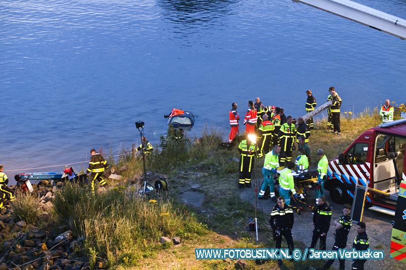 Dodelijk slachtoffer uit water gehaald Moerdijkbrug.