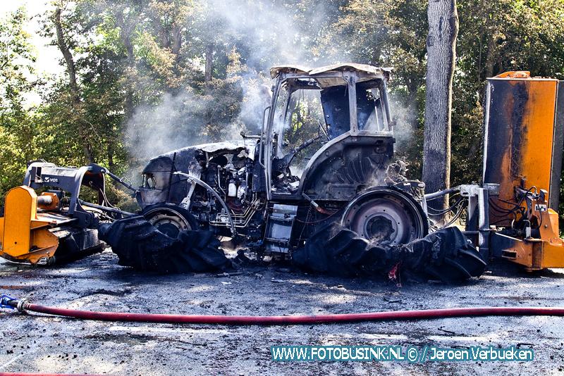 Tractor in de brand aan de Rijksstraatweg in Dordrecht.