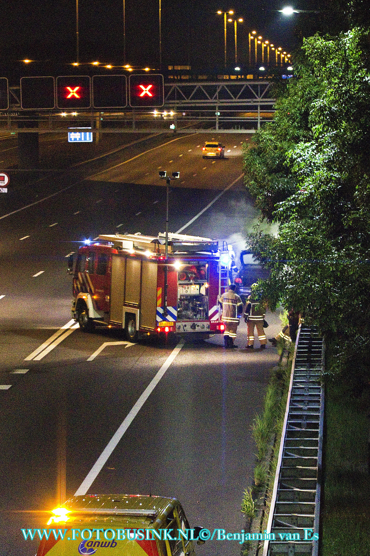 Auto in de brand rijksweg A16 Dordrecht.