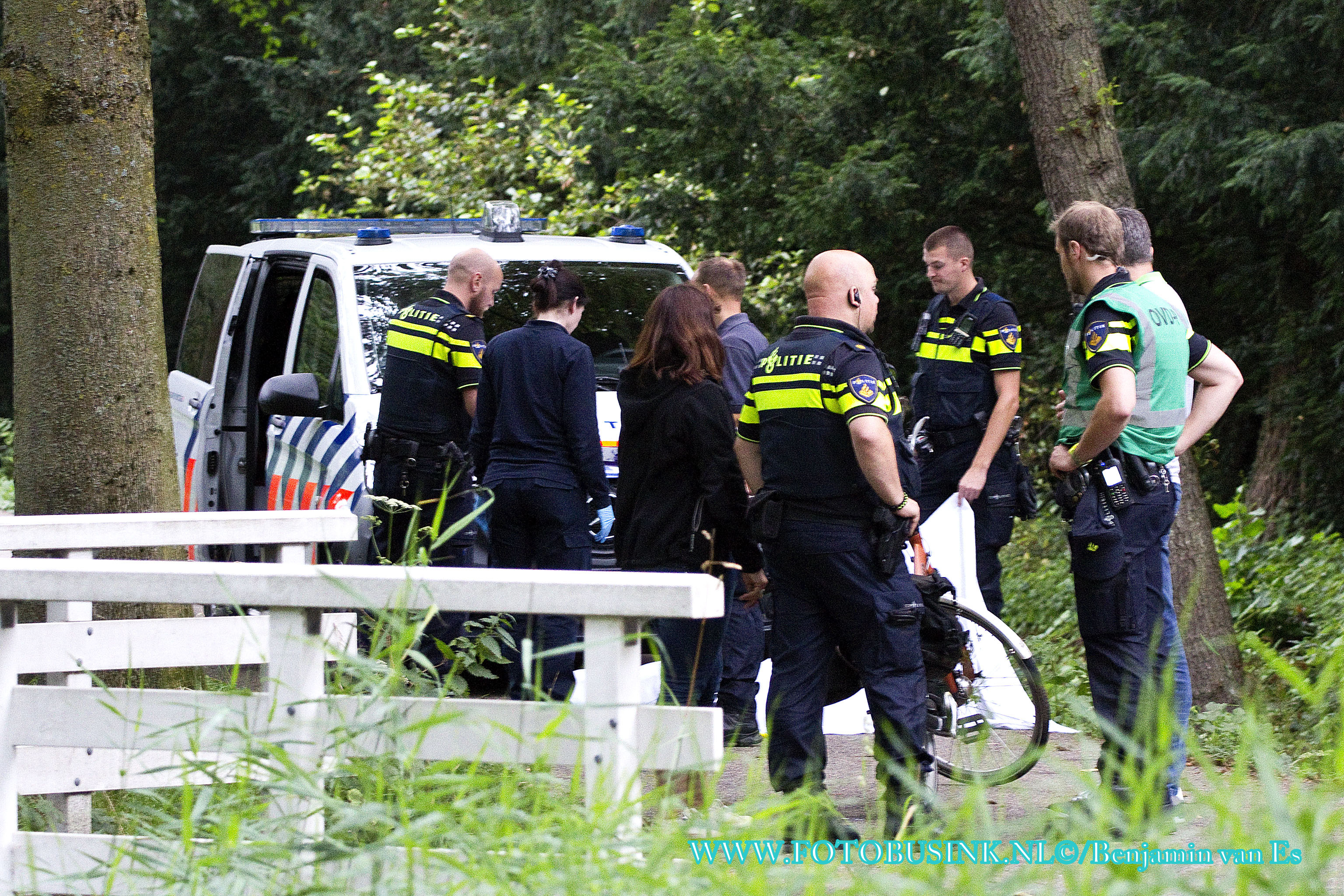 Dode man uit sloot gehaald in Dordrecht.