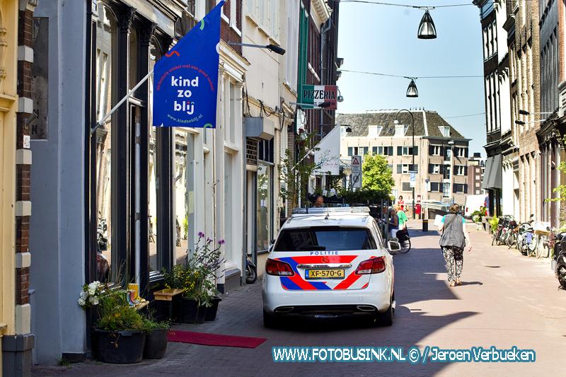 Overval op kledingwinkel aan de Voorstraat in Dordrecht.
