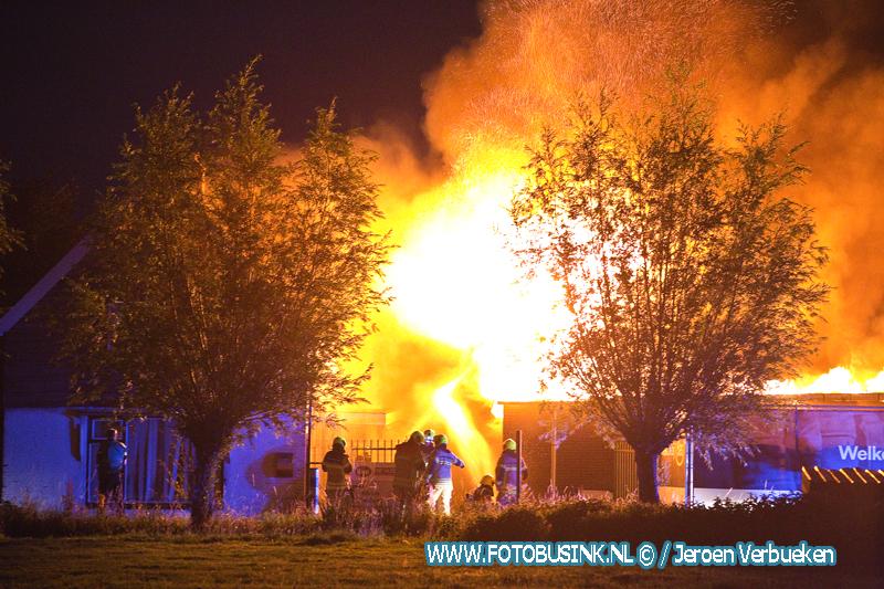 Zeer grote brand aan de Kerkweg in Brandwijk.
