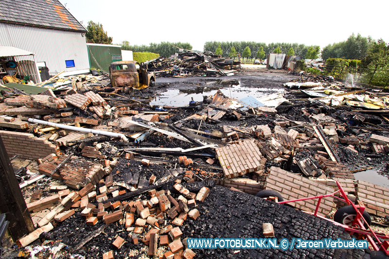 Verwoesting na grote brand in Brandwijk.