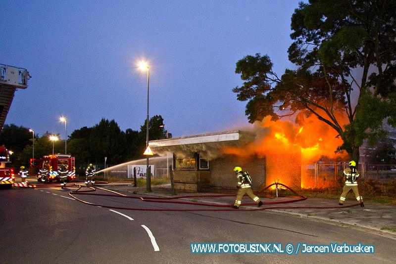 Uitslaande brand oude portiers gebouw Refaja ziekenhuis.