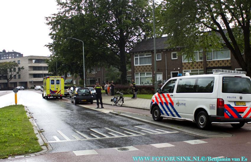 Aanrijding fietser auto aan de Karel Doormanweg in Dordrecht.
