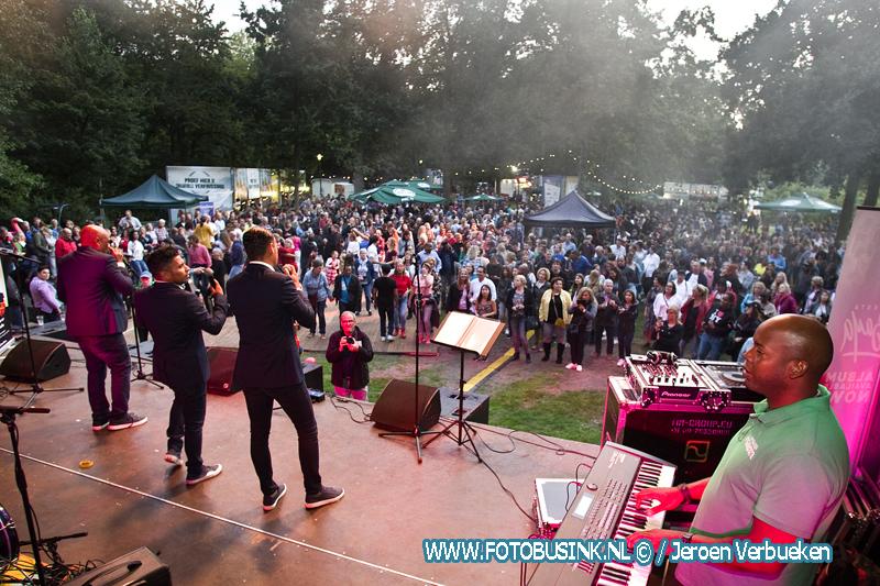Palm Parkies een groot Salsafeest in het Wantijpark in Dordrecht.