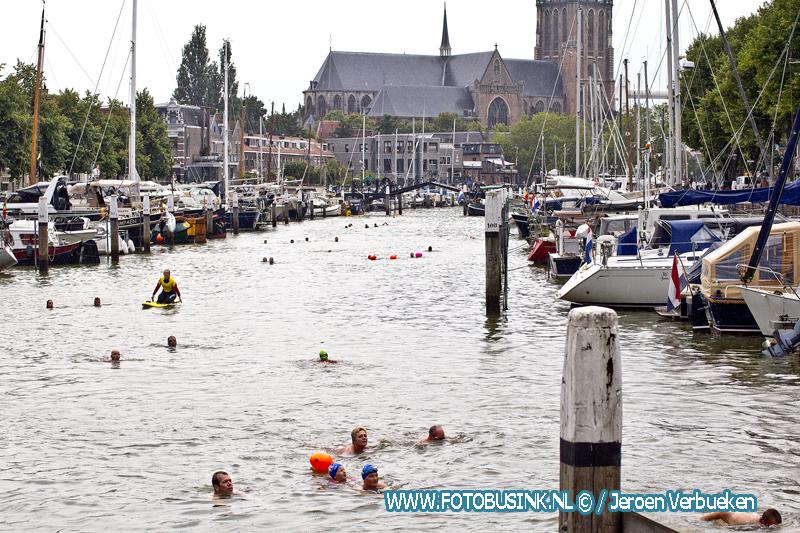 Swim to Fight Cancer 078 Zwemtraining in de haven van Dordrecht.