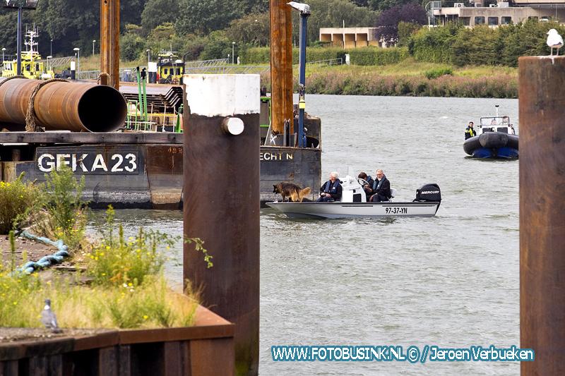 Politie hervat zoektocht op het water met speurhond naar de vermiste Dirk Dalebout.