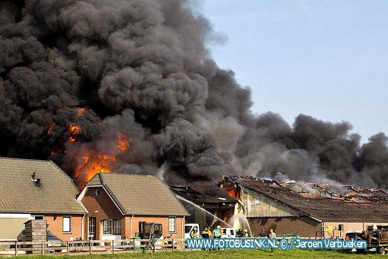 Bijna 1500 varkens omgekomen bij grote brand in Streefkerk.