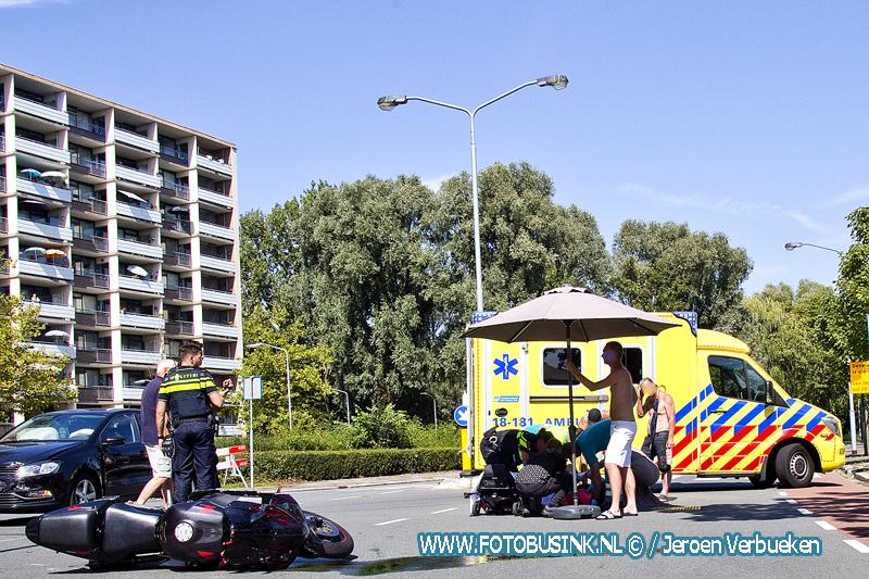Man op motor flink gewond na ongeval met auto aan de Jagerweg in Dordrecht.