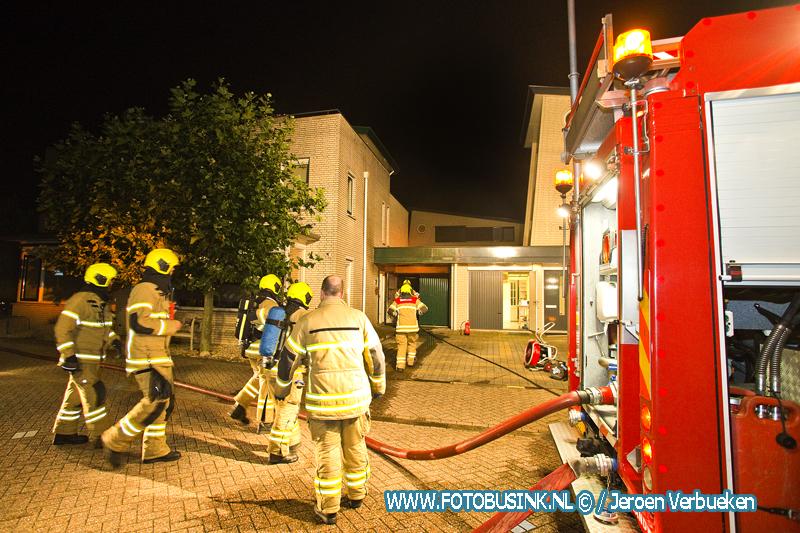 Brand in Garage aan de Brasem in Alblasserdam , brandweer maakt middelbrand.