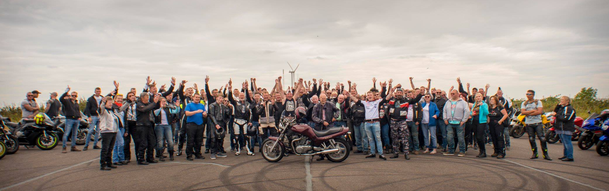 Waardig afscheid voor 82 jarige fanatiek motorrijder op de Essenhof in Dordrecht.