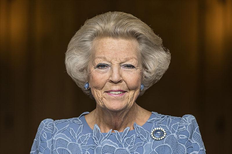 Prinses Beatrix onthult standbeeld Willem van Oranje