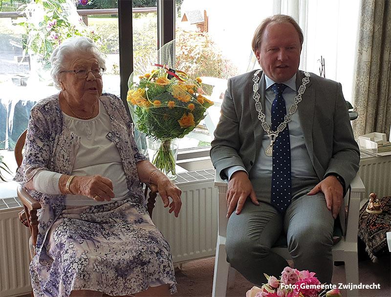 Burgemeester Van der Loo brengt felicitatiebezoek aan 101-jarige