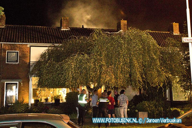 Brandweer maakt middelbrand voor schuurbrand in Gorinchem.
