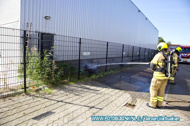 Brandweer Dordrecht opgeroepen voor onkruidbrander in de brand.