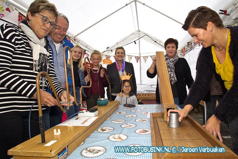 Oud Hollandse spelletjes tijdens Burendag in Molenaarsgraaf.