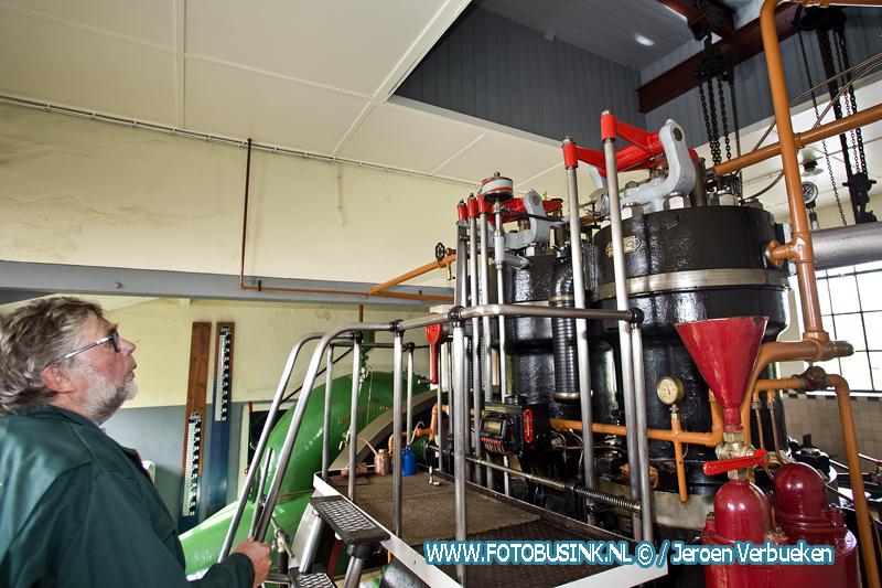 Molenaars openen de deuren van molens en gemalen in de Bleskensgraaf.