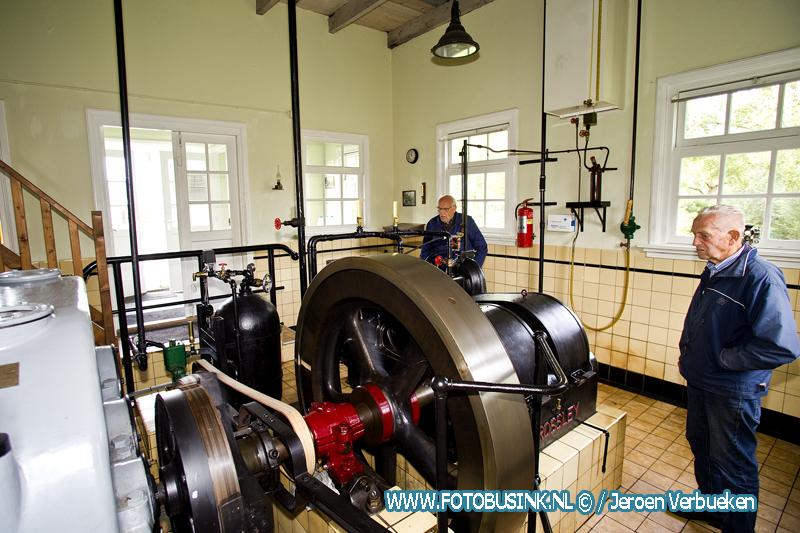 Molenaars openen de deuren van molens en gemalen in Giessenburg.