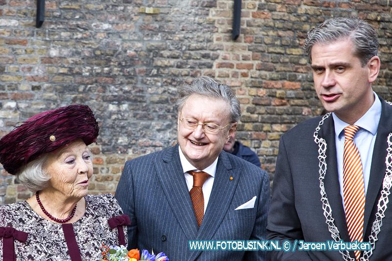 Prinses Beatrix onthult standbeeld Willem van Oranje in Dordrecht.