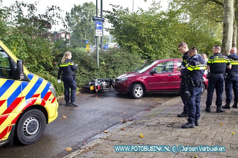 Ongeval met auto en scooter aan de Crayensteynstraat in Dordrecht.