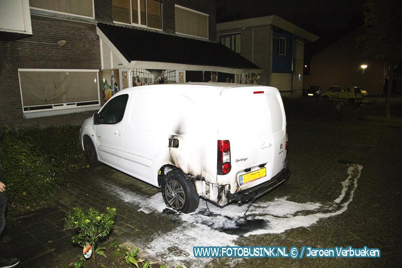 Bedrijfsbusje in de brand gestoken aan de Sanderburg in Dordrecht.