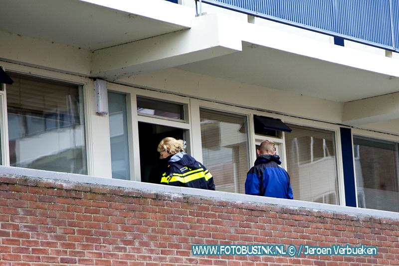 Onderzoek in woning en ondergrondse container aan de Sperwestraat in Sliedrecht - Video -
