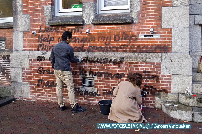 School in Dordrecht beklad met leuzen over Zwarte Piet.