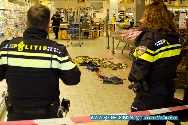 Steekincident in de Jumbo in winkelcentrum Sterrenburg in Dordrecht.
