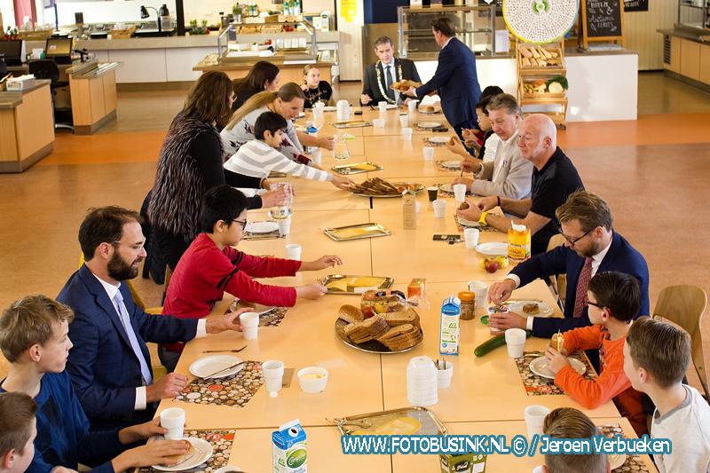 Nationaal Schoolontbijt op het stadskantoor in Dordrecht.